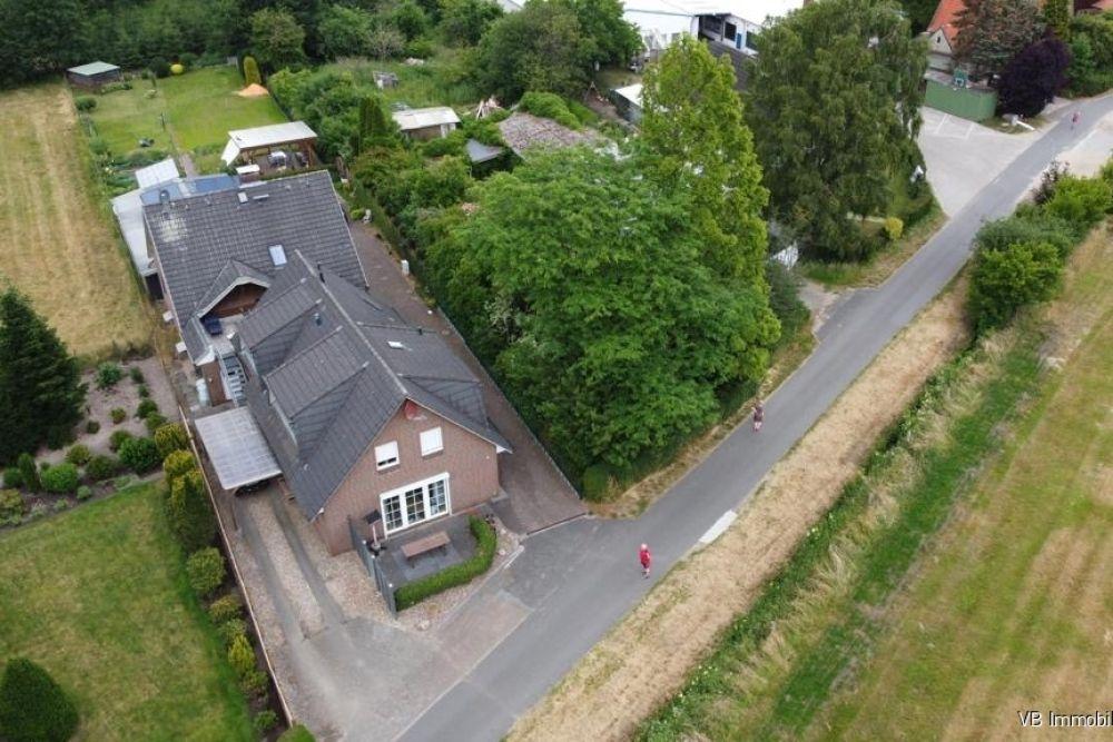 Immobilie Bullenkuhlen - Kapitalanlage und Selbstnutzung möglich! Zweifamilienhaus mit drei Wohneinheiten in Top-Lage